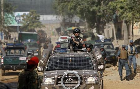 Afghan security forces arrive to the site of an insurgent attack in Kabul June 25, 2013. REUTERS/Omar Sobhani