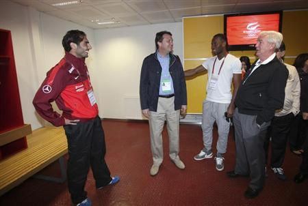 International Olympic Committee (IOC) Vice President and Chairman of the IOC Evaluation Commission Craig Reedie (R), accompanied by Hasan Arat (2nd L), leader of the Istanbul 2020 Bid Committee, meets with Galatasaray's soccer stars Hamit Altintop (L) and Didier Drogba (2nd R) at Turk Telekom Arena in Istanbul March 24, 2013. REUTERS/Istanbul 2020 Media Team/Handout