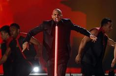 Singer Chris Brown performs during the Billboard Music Awards at the MGM Grand Garden Arena in Las Vegas, Nevada May 19, 2013. REUTERS/Steve Marcus