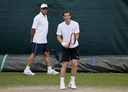 Andy Murray of Britain (R) trains with his coach Ivan Lendl during a training session at the Wimbledon Tennis Championships, in London June 25, 2013. REUTERS/Stefan Wermuth
