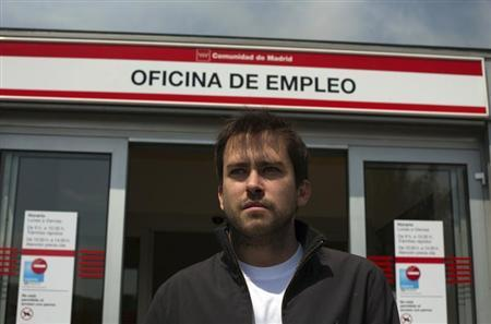 Nacho Barcena of Spain poses outside a government-run employment office in Madrid June 5, 2013. REUTERS/Sergio Perez
