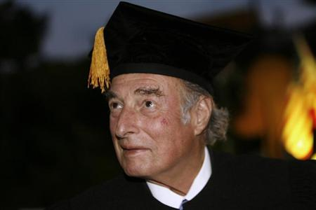 Swiss billionaire Marc Rich receives the Award Honorary Doctorates from Bar-Ilan University in Tel Aviv May 15, 2007 in this file picture. REUTERS/Gil Cohen Magen