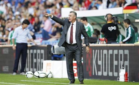 Switzerland's national football team coach Ottmar Hitzfeld advises his team next to Germany's team coach Joachim Loew (L) during his team's international friendly football match at St Jakob Park stadium in Basel, May 26, 2012. REUTERS/Michael Buholzer