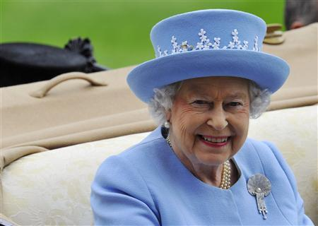 Britain's Queen Elizabeth arrives on the fifth day of the Royal Ascot horse racing festival at Ascot in southern England June 22, 2013. REUTERS/Toby Melville