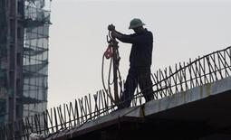 Le Vietnam tendra en 2014 vers un objectif de 6% de croissance, contre 5,5% prévus pour 2013. En 2012, l'économie vietnamienne a connu sa croissance la plus faible depuis 13 ans. /Photo prise le 21 novembre 2012/REUTERS/Kham