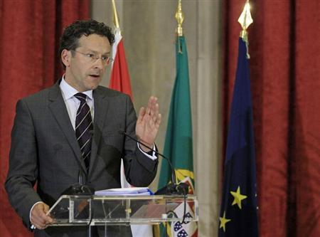 Eurogroup President and Dutch Finance Minister Jeroen Dijsselbloem talks to journalists during a joint news conference with Portuguese Finance Minister Vitor Gaspar in Lisbon May 27, 2013. REUTERS/Jose Manuel Ribeiro