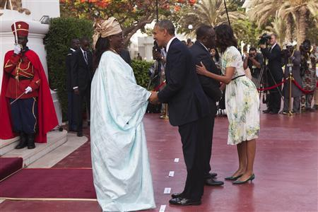 U.S. President Barack Obama (2nd L) greets Senegalese First Lady Mariame Faye Sall (L) as Senegalese President Macky Sall greets U.S. first lady Michelle Obama (R) at the presidential palace in Dakar, Senegal June 27, 2013. REUTERS/Joe Penney