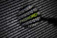 Le Guardian britannique publie jeudi de nouvelles révélations sur l'ampleur du cyberespionnage pratiqué par la NSA, qui aurait recueilli une masse de données brutes à partir des communications téléphoniques et des courriels de citoyens et de résidents américains. /Photo prise le 17 mai 2013/REUTERS/Pawel Kopczynski