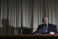 O ministro da Fazenda, Guido Mantega, concede entrevista coletiva em Brasília, em maio. 29/05/2013 REUTERS/Ueslei Marcelino