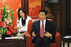 Vice-presidente chinês, Li Yuanchao (D), reúne-se com ministro de Relações Exteriores espanhol, Manuel Garcia-Margallo, em Pequim. A China será capaz de manter uma taxa de crescimento econômico de 7 por cento no futuro, afirmou o vice-presidente do país, Li Yuanchao, a um fórum em Pequim nesta sexta-feira, sem dar mais detalhes. 25/06/2013 REUTERS/Wang Zhao/Pool