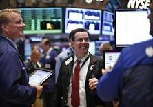 La Bourse de New York a ouvert en léger recul, affaiblie par les valeurs technologiques, alors que le reste de la cote est soutenu par l'apaisement des craintes d'un ralentissement prochain du rythme de rachats d'actifs de la Réserve fédérale. L'indice Dow Jones perd 0,40% dans les premiers échanges. Le Standard & Poor's 500 recule de 0,26% et le Nasdaq Composite cède 0,20%. /Photo prise le 27 juin 2013/REUTERS/Brendan McDermid