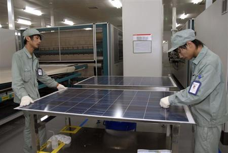 Employees work on a solar panel production line at Suntech Power Holdings headquarters in Wuxi, Jiangsu province June 3, 2009. REUTERS/Stringer