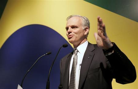 JetBlue Airways founder David Neeleman of the U.S. gestures as he speaks to journalists during a media conference in Sao Paulo March 27, 2008. REUTERS/Paulo Whitaker