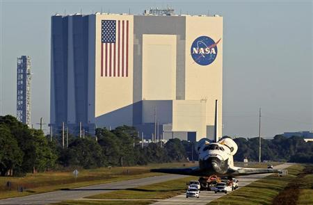 The space shuttle Atlantis leaves the Kennedy Space Center in Cape Canaveral, Florida November 2, 2012. REUTERS/Joe Skipper