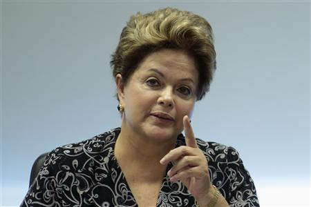 Brazil's President Dilma Rousseff gestures during a meeting with representatives from youth movement groups at the Planalto Palace June 28, 2013. REUTERS / Ueslei Marcelino (BRAZIL - Tags: POLITICS)