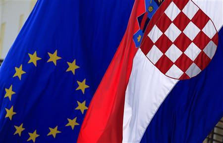 The European Union and Croatian flag is seen in Zagreb's downtown June 19, 2013. On July 1st Croatia will become the 28th member of the EU. Picture taken June 19, 2013. REUTERS/Antonio Bronic