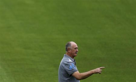 Brazil's national soccer team coach Luiz Felipe Scolari takes part in a training session in Rio de Janeiro June 28, 2013. Brazil will play against Spain in their Confederations Cup final soccer match on Sunday. REUTERS/Pilar Olivares