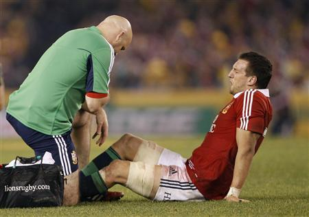 British and Irish Lions' Sam Warburton (R) reacts after being injured during their rugby union test match against the Australia Wallabies at the Etihad Stadium in Melbourne June 29, 2013. REUTERS/Brandon Malone