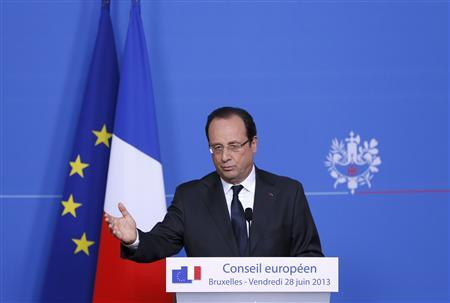 France's President Francois Hollande addresses a news conference during a European Union leaders summit in Brussels June 28, 2013. REUTERS/Francois Lenoir