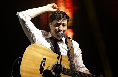 Marcus Mumford, lead singer of Mumford & Sons, performs on the Pyramid Stage at the Glastonbury music festival at Worthy Farm in Somerset, June 30, 2013. REUTERS/Olivia Harris