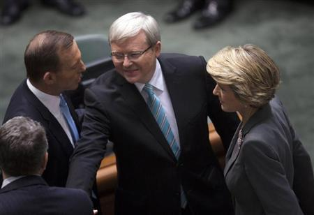 Australian Prime Minister Kevin Rudd (C) greets members of the Opposition including Opposition Leader Tony Abbott (L) and Deputy Leader Julie Bishop before Parliament starts at the Parliament House in Canberra June 27, 2013. REUTERS/Andrew Taylor