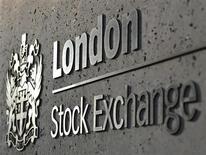 Логотип Лондонской фондовой биржи в Лондоне 11 апреля 2011 года. Сибирский Антрацит - один из ведущих производителей высококачественного антрацита установил диапазон цены IPO в Лондоне в $7,00-9,50 за GDR, что позволит продающему акционеру получить до $214 миллионов. REUTERS/Toby Melville