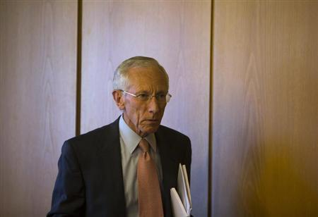 Outgoing Bank of Israel Governor Stanley Fischer arrives to a news conference in Jerusalem June 25, 2013. REUTERS/Ronen Zvulun