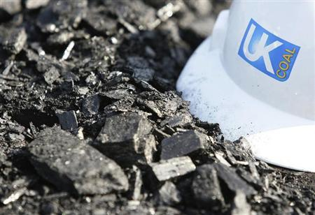 A hard hat lies on top of a coal seam at UK Coal's Cutacre surface mine near Bolton, northern England, April 16, 2008. REUTERS/Phil Noble/Files