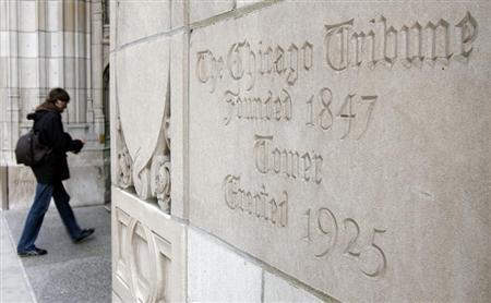 A man enters the Tribune Tower in Chicago, April 2, 2007. REUTERS/John Gress