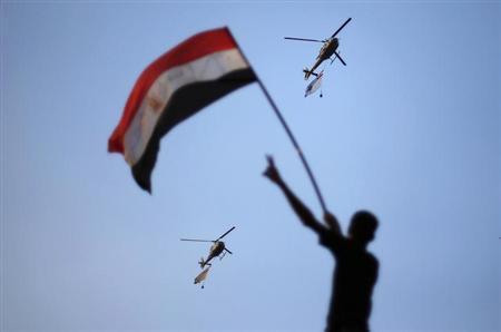エジプト軍が48時間以内の政治的合意要求、介入を警告