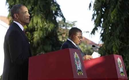 U.S. President Barack Obama (L) and Tanzania President Jakaya Kikwete hold a joint press conference in Dar Es Salaam July 1, 2013. REUTERS/Gary Cameron