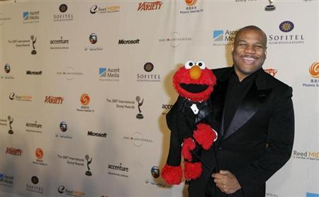 Puppeteer Kevin Clash who is the voice of Sesame Street's ''Elmo,'' arrives for the International Emmys in New York November 19, 2007. REUTERS/Lucas Jackson