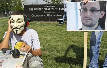 Activists from the Internet Party of Ukraine perform during a rally supporting Edward Snowden, a former contractor at the National Security Agency (NSA), in front of U.S. embassy, in Kiev June 27, 2013. REUTERS/Gleb Garanich