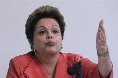 A presidente Dilma Rousseff descartou mudanças no momento em sua equipe econômica, durante entrevista coletiva nesta segunda-feira. REUTERS / Ueslei Marcelino