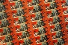 La banque centrale australienne a maintenu mardi son taux directeur à 2,75%, son plus bas niveau historique, comme l'attendaient la plupart des économistes. Cette décision est notamment justifiée par le recul marqué subi par le dollar australien ces dernières semaines et par des signes traduisant une diffusion lente des dernières mesures d'assouplissement. /Photo d'archives/REUTERS/Tim Wimborne