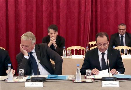 French President Francois Hollande (R) reacts as he studies documents as he sits with Prime Minister Jean-Marc Ayrault during a meeting with regional prefects and heads of the central administration at the Elysee Palace in Paris July 2, 2013. REUTERS/Jacques Demarthon/Pool