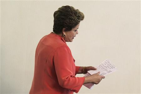 Brazil's President Dilma Rousseff arrives at a news conference after the ministerial meeting in Brasilia July 1, 2013. REUTERS / Ueslei Marcelino