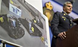 Royal Canadian Mounted Police Assistant Commissioner Wayne Rideout displays a picture of pressure cookers used by two individuals arrested while conspiring to commit an attack in Surrey, British Columbia July 2, 2013. REUTERS/Andy Clark