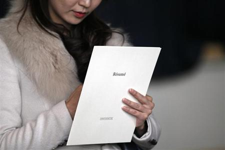A woman clutches her resume at the Colorado Hospital Association health care career fair in Denver April 9, 2013. REUTERS/Rick Wilking