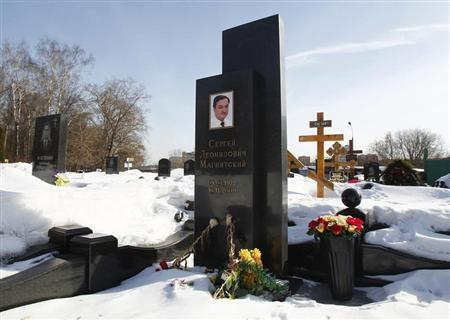Flowers are pictured on the grave of anti-corruption lawyer Sergei Magnitsky at the Preobrazhensky cemetery in Moscow March 11, 2013. REUTERS/Mikhail Voskresensky