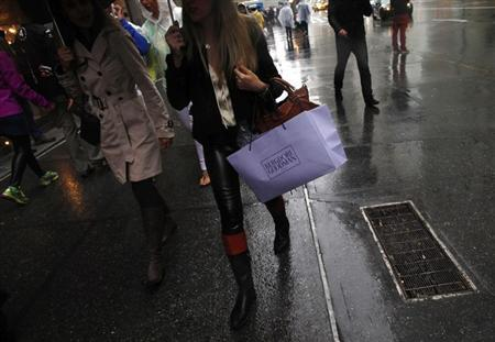 People shop at high-end retail stores along 5th Avenue in New York May 19, 2013. REUTERS/Eric Thayer