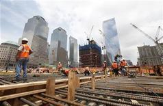 Le secteur privé américain a créé nettement plus d'emplois que prévu au mois de juin et les inscriptions au chômage ont baissé pour la deuxième semaine d'affilée, confirmant la tendance à l'amélioration du marché du travail aux Etats-Unis. /Photo d'archives/REUTERS/Lucas Jackson