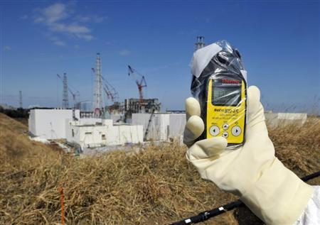 A radiation monitor indicates 131.00 microsieverts per hour near the No.4 and No.3 buildings at the tsunami-crippled Tokyo Electric Power Co. (TEPCO)'s Fukushima Daiichi nuclear power plant in Fukushima prefecture February 28, 2012. REUTERS/Kimimasa Mayama/Pool