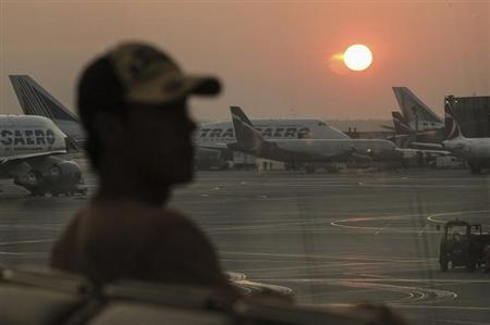The sun rises above Moscow's Sheremetyevo airport June 27, 2013. REUTERS/Stringer
