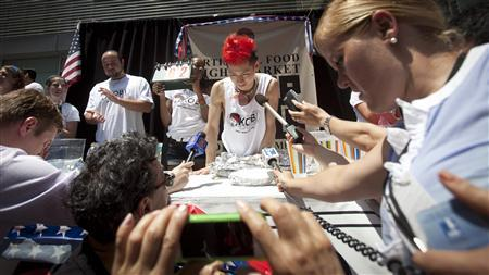 U.S. speed eater retains title at July 4 hot dog contest