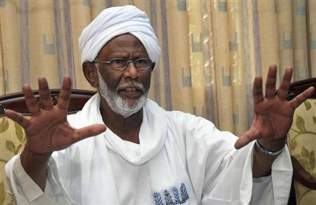 Leading Sudanese opposition figure Hassan al-Turabi gestures during an interview in Khartoum October 3, 2012.REUTERS/Stringer