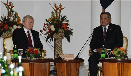 Australia's Prime Minister Kevin Rudd (L) and Indonesian President Susilo Bambang Yudhoyono hold a bilateral meeting at the presidential palace in Bogor, West Java July 5, 2013. REUTERS/Enny Nuraheni