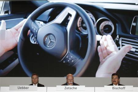 Daimler CEO Dieter Zetsche (C) member of the Board of Management for Finance & Controlling and Financial Services Bodo Uebber (L) and chairman of the advisory board Manfred Bischoff attend the Daimler annual shareholder meeting in Berlin April 10, 2013. REUTERS/Fabrizio Bensch