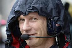 Chefe da equipe Red Bull de Fórmula 1, Christian Horner, no paddock do circuito de Silverstone durante os treinos livres para o Grande Prêmio da Inglaterra. As equipes da Fórmula 1 apoiaram os pilotos que ameaçaram boicotar o Grande Prêmio da Alemanha de domingo caso haja a repetição do caos que abalou Silverstone na semana passada por causa dos pneus. 28/06/2013. REUTERS/Nigel Roddis