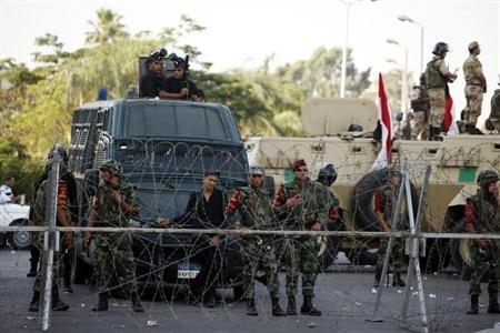 Members of the Republican Guard forces block protesters who support former Egyptian President Mohamed Mursi outside a Republican Guard building in Cairo July 5, 2013. REUTERS/Khaled Abdullah